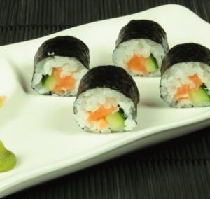 sushi salmone cetriolo